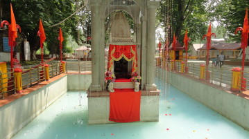 Kheer_Bhawani_Temple_Srinagar_India