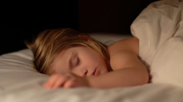 Avoid these 8 things before bed to get good sleep